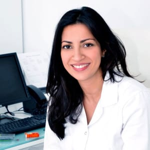 Dr Emna Azzouz